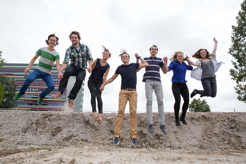 springende mensen