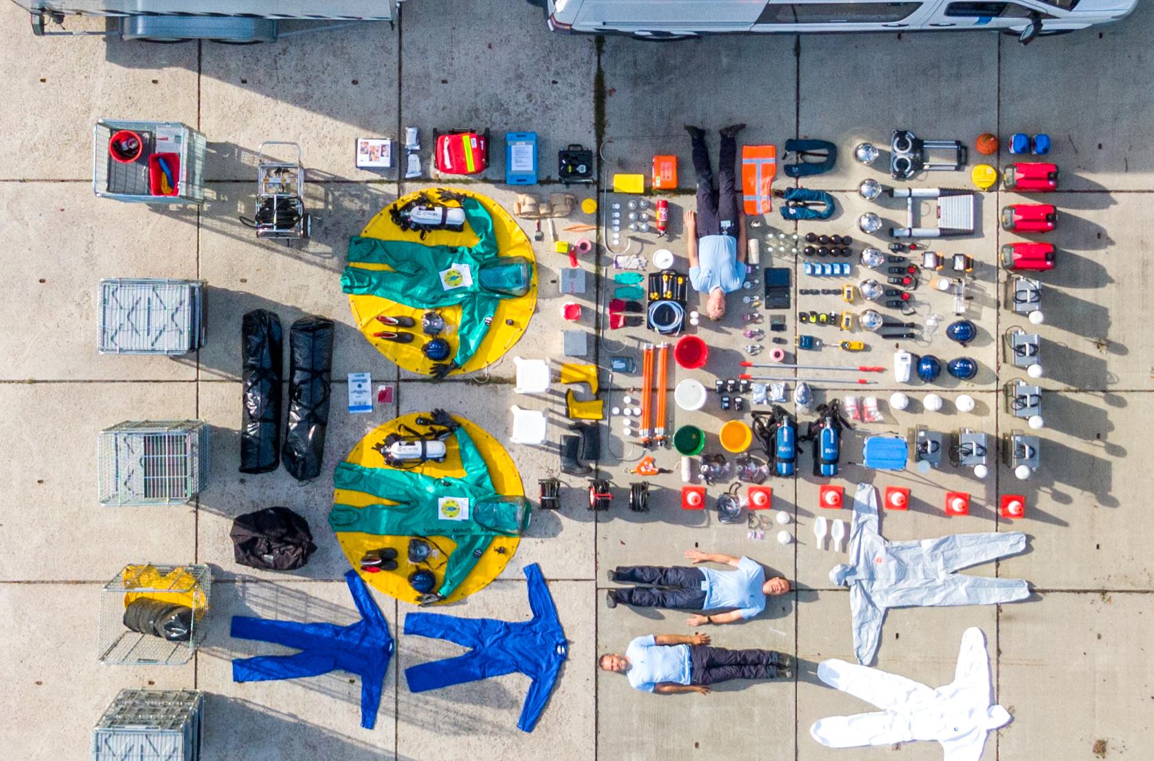 Luchtfoto van de inhoud van een wagen van de responsorganisatie RIVM, nav de zogenaamde tetrischallenge